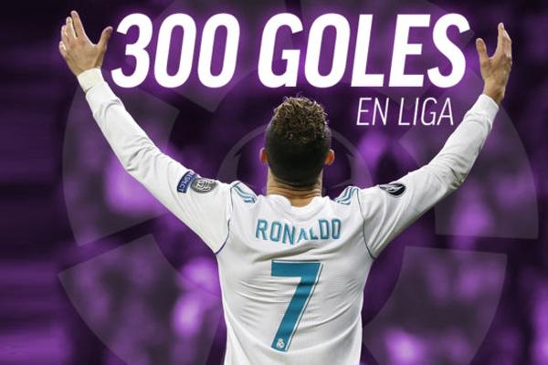 رفع المهاجم البرتغالي كريستيانو رونالدو هداف نادي ريال مدريد رصيده التهديفي في الدوري الإسباني إلى 300 هدف