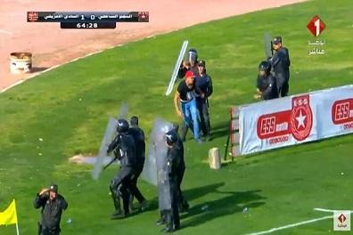 قناة تونسية تلوح بعدم تغطية مباريات القدم بعد إعتداء على صحافيين