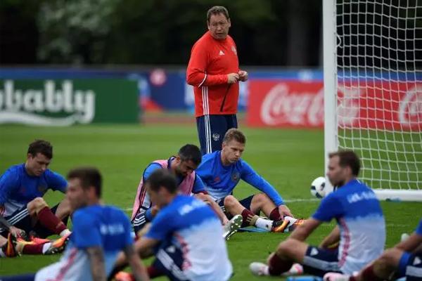 تفوق قائمة المصابين في المنتخب الروسي لكرة القدم عدد المدعوين الى التشكيلة لمواجهة البرازيل الجمعة وفرنسا