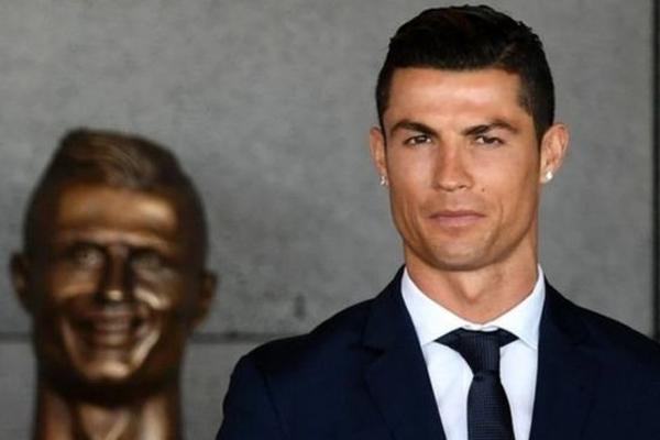 تمثال رونالدو الأول أثار الكثير من السخرية على مواقع التواصل الاجتماعي