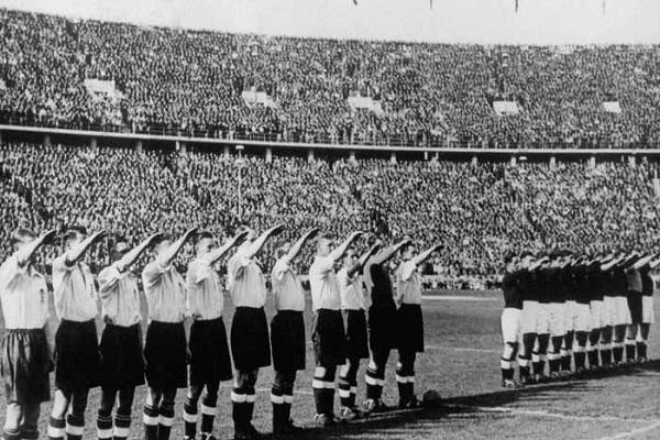 المنتخبان الإنكليزي والألماني والتحية النازية قبل المباراة