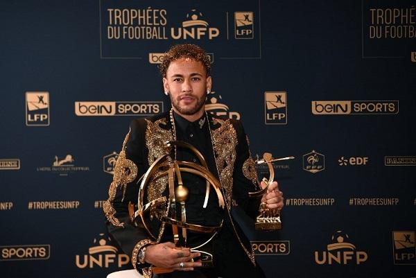 نيمار ينال جائزة أفضل لاعب في فرنسا ويرفض الحديث عن مستقبله