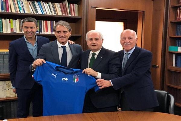 مانشيني يعين رسميا لمواجهة مهمة إعادة بناء المنتخب الايطالي