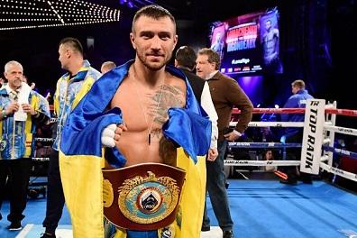 لوماتشينكو يدخل التاريخ الملاكمة بلقب ثالث