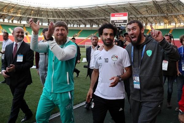 محمد صلاح مع الرئيس الشيشاني