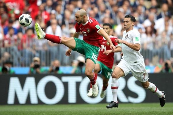 الفيفا يطلب تفسيرًا من المغرب بشأن مشاركة أمرابط أمام البرتغال