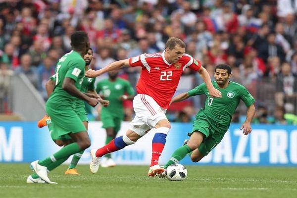 من مباراة روسيا والسعودية في الافتتاح