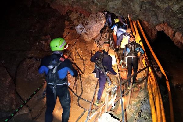 إنقاذ 6 من أصل 12 طفلًا في الكهف التايلاندي