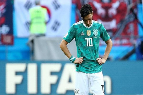 اوزيل يجب ان يترك منتخب المانيا بحسب والده
