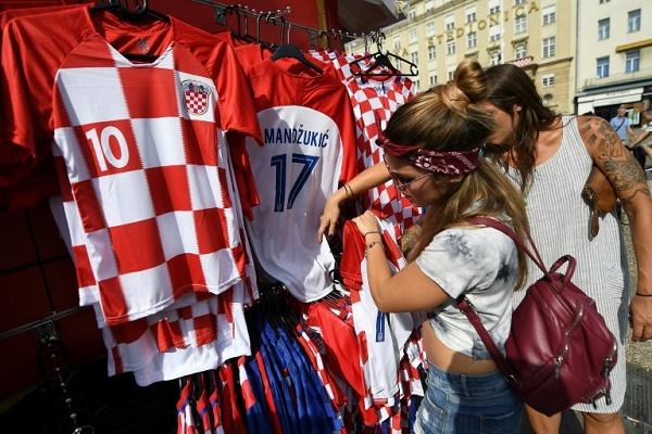 كرواتيا تنتظر أبطالها في النهائي