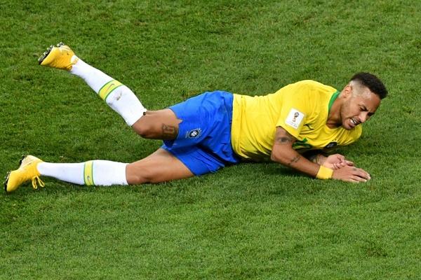 المهاجم البرازيلي نيمار خلال مواجهة بلجيكا
