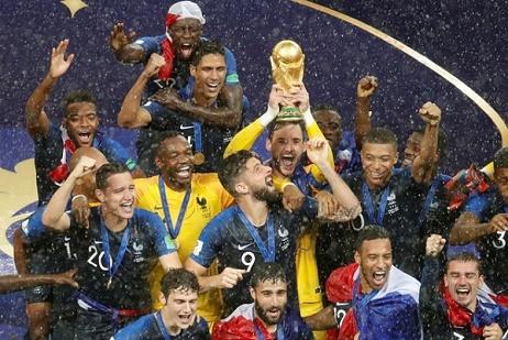 أربعة لاعبين من فرنسا ضمن التشكيلة المثالية للمونديال