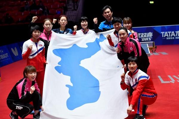 فرق سيدات كورية شمالية وجنوبية موحدة في كرة الطاولة خلال بطولة العالم في هالمشتاد