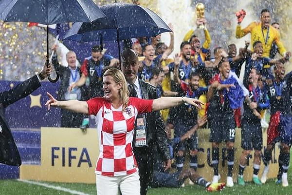 رئيسة كرواتيا خطفت الأضواء في المونديال الروسي