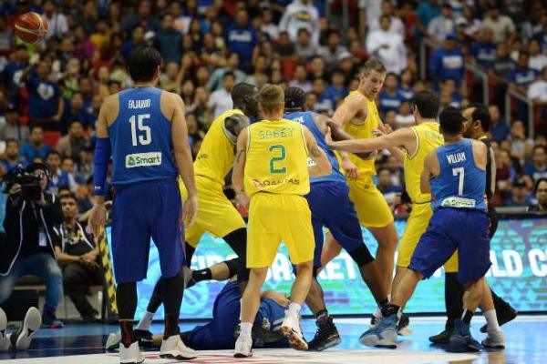 ايقاف 10 لاعبين وإثنين من العاملين في الطاقم الفني للمنتخب الفيليبيني بعد دخولهم في عراك مع لاعبي استراليا