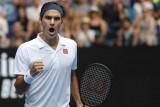 فيدرر يكافح وفوزنياكي بسهولة إلى الدور الثالث في بطولة أستراليا المفتوحة