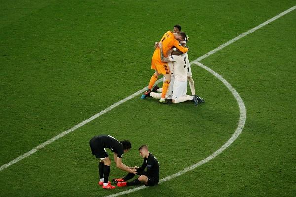 كابوس الريمونتادا يطيح سان جرمان ويضع مانشستر يونايتد في ربع النهائي