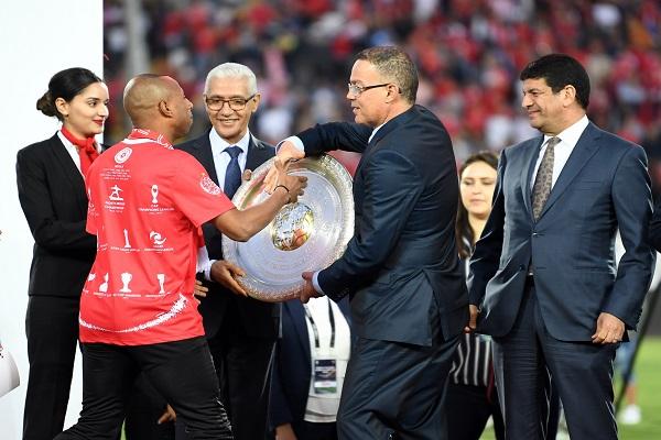 تسليم الوداد البيضاوي درع بطولة المغرب لكرة القدم