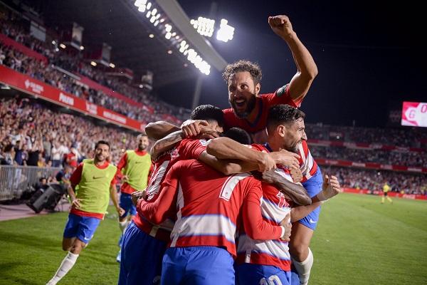 بطولة إسبانيا: برشلونة يرضخ على أرض غرناطة المتصدر موقتا