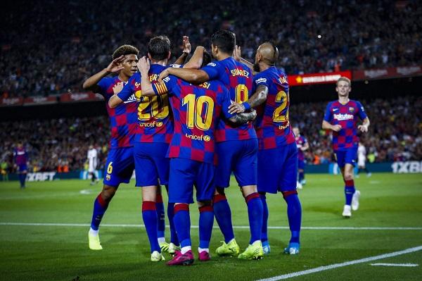 برشلونة يسقط إشبيلية برباعية ويضيق الخناق على ريال المتصدر