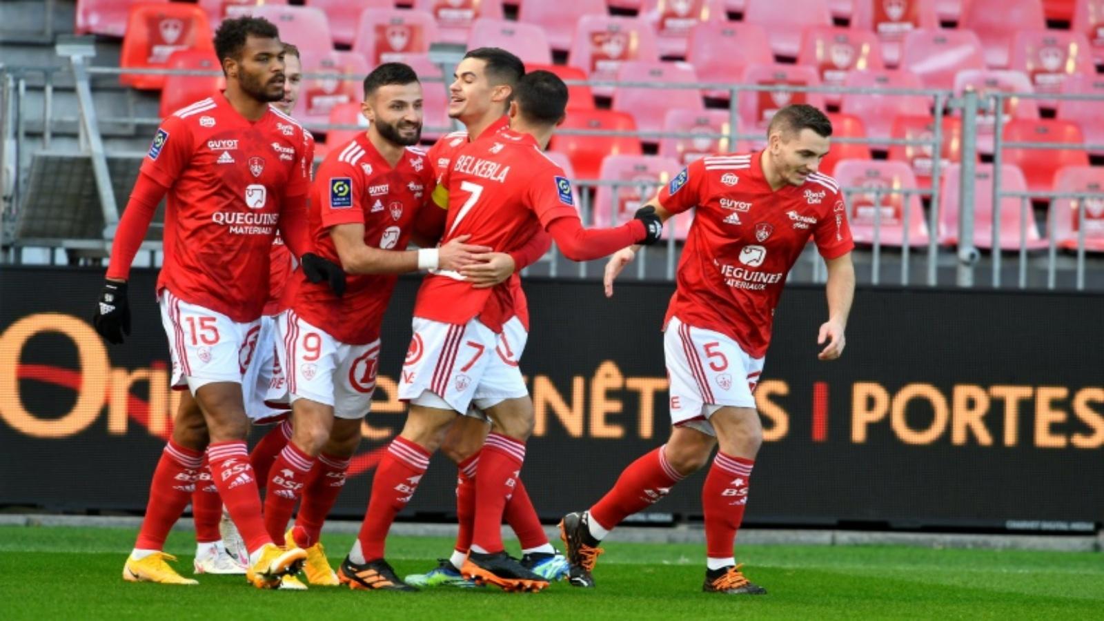 لاعبو رين يحتفل بهزه شباك بريست (2-1) في الدوري الفرنسي في 17 كانون الثاني/يناير 2021.