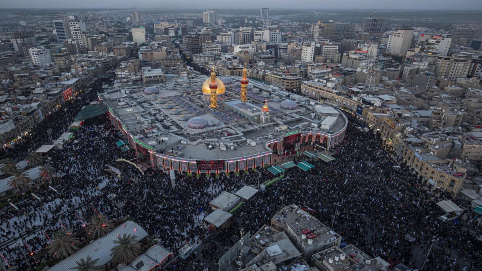 حشدود عراقية تحيي اربعينية الامام الحسين في كربلاء