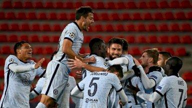 لاعبو تشلسي الإنكليزي يحتفلون بالفوز 2-1 على رين الفرنسي في دوري أبطال أوروبا لكرة القدم