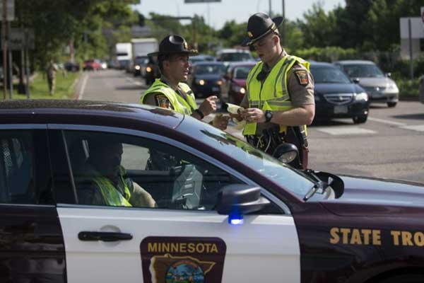 عناصر من الشرطة في ولاية مينيسوتا
