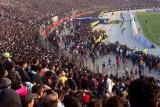 اقتحام الاف المشجعين ملعب الشعب يتسبب بتأجيل قمة الزوراء والجوية
