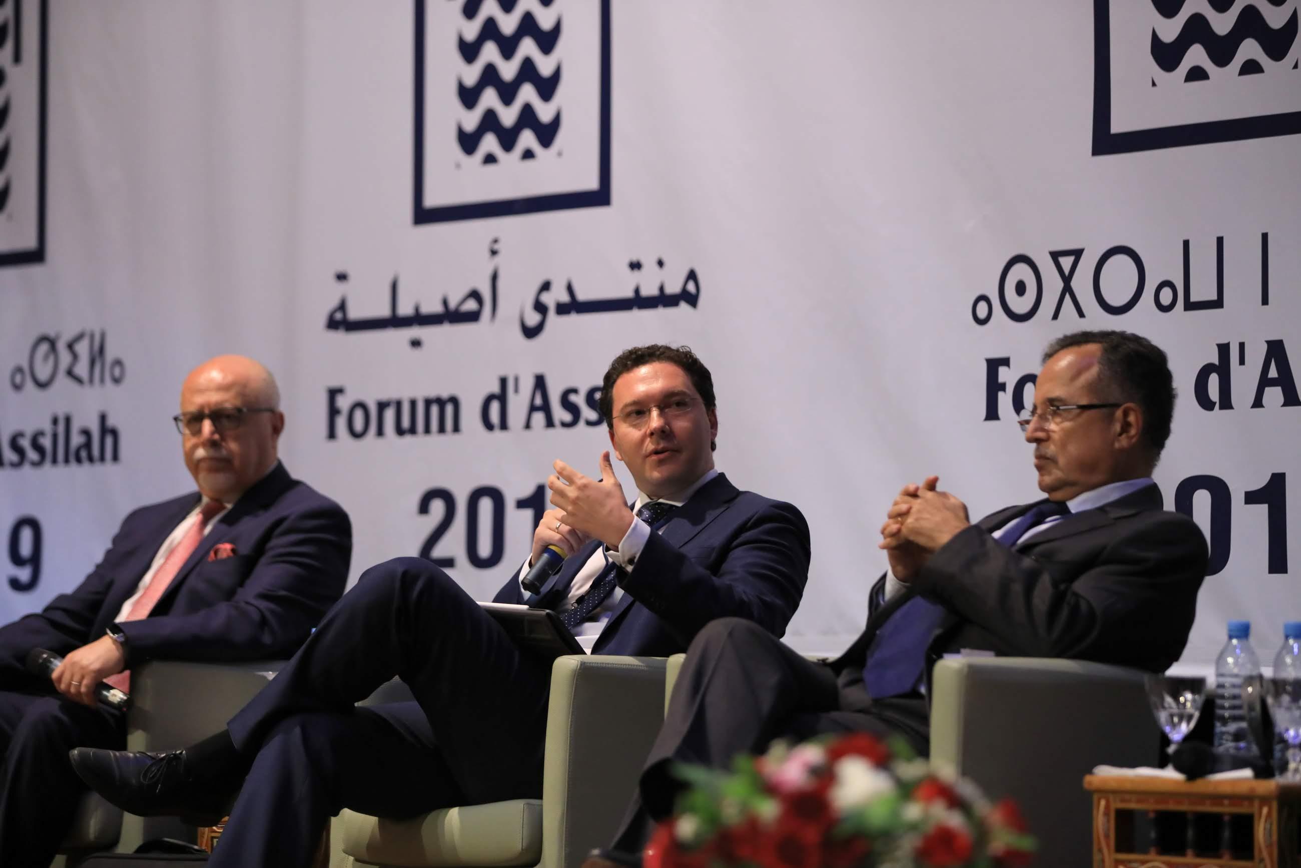 جانب من المشاركين في ندوة