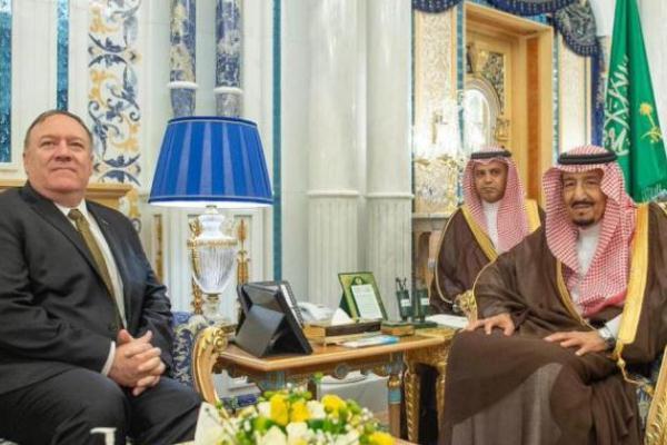 الملك سلمان خلال استقباله وزير الخارجية الأميركي مايك بومبيو - واس
