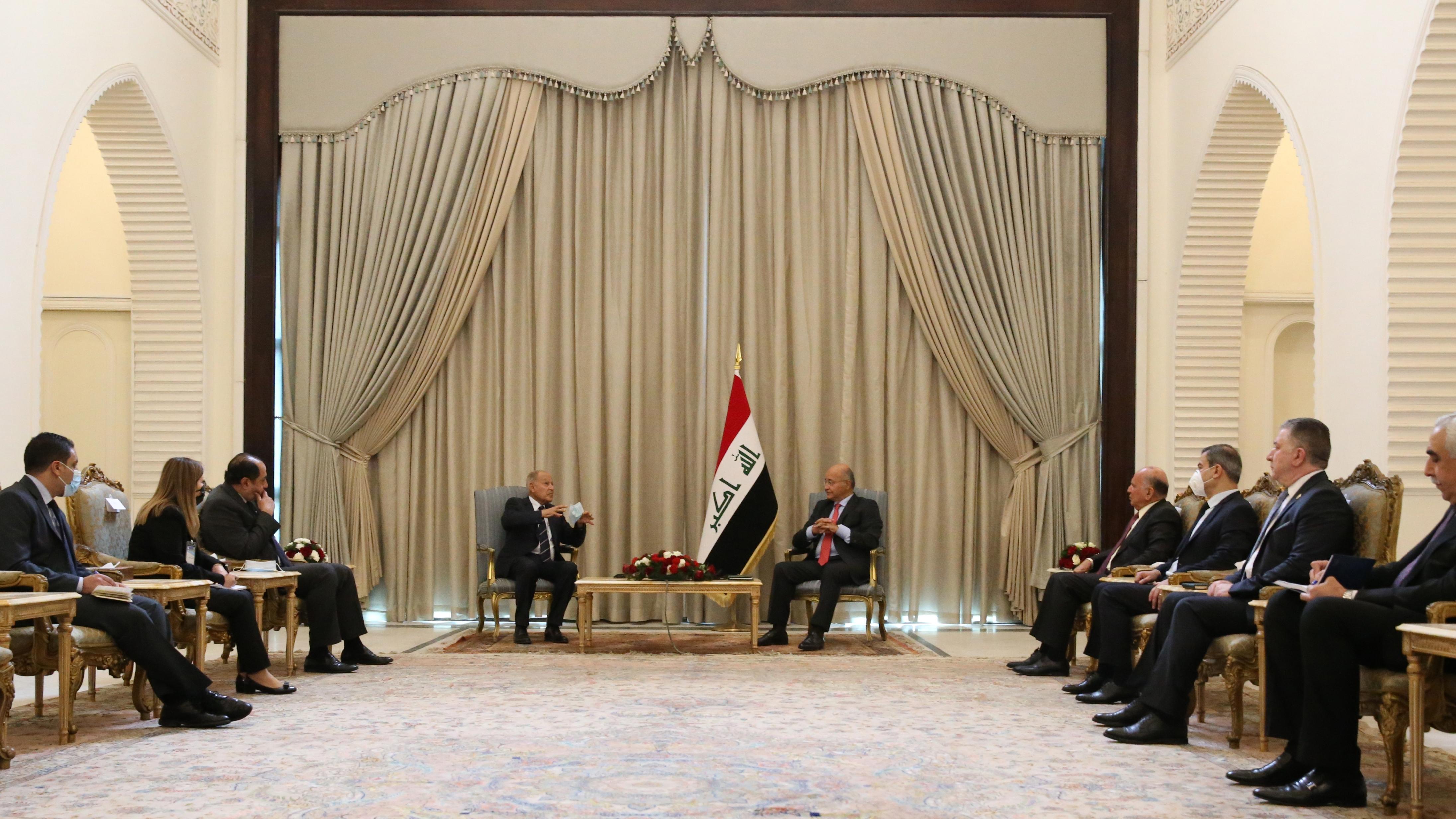 الرئيس العراقي برهم صالح ملتقيا في بغداد السبت ابو الغيط