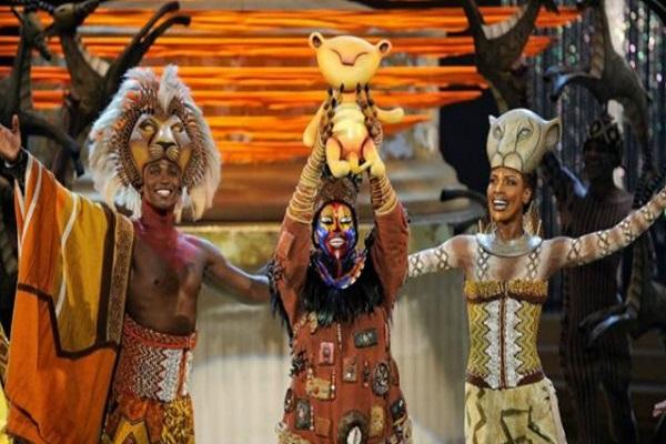 فيلم الأسد الملك إنتاج 1994 وتم تحويله إلى مسرحية غنائية عام 1997 حققت إيرادات 6 مليار دولار
