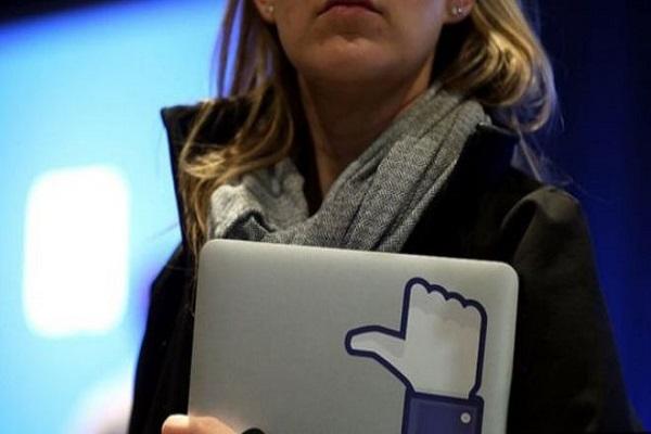 فيسبوك تتيح للمستخدمين إمكانية تفعيل خدمة الإبلاغ عن خطر