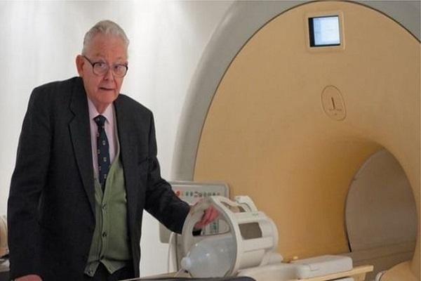 وفاة بيتر مانسفيلد رائد التصوير بالرنين المغناطيسي