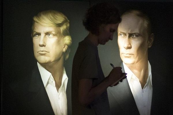 صورتان بورتريه في واحدة من الحانات في موسكو، فهل يمكن أن يتعاون ترامب وبوتين بشأن الوضع في سوريا؟