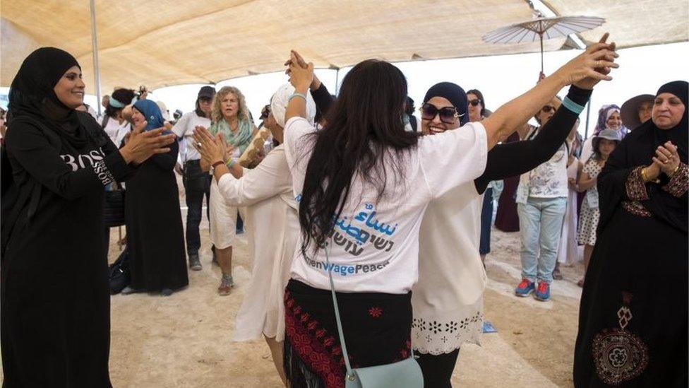 نساء فلسطينيات وإسرائيليات في مسيرة من أجل السلام
