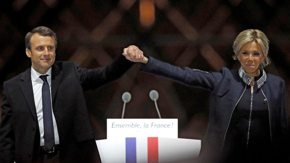 ماكرون يبدأ تشكيل حكومة فرنسية جديدة