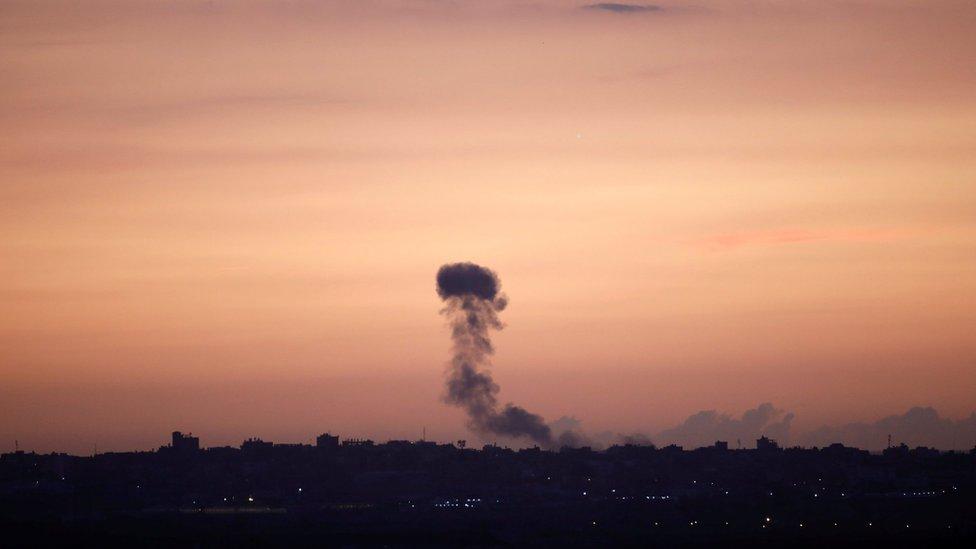 غارات إسرائيلية على غزة ردا على إصابة أربعة جنود إسرائيليين
