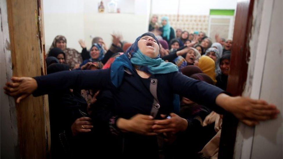 قتل ما لا يقل عن 16 فلسطينيا