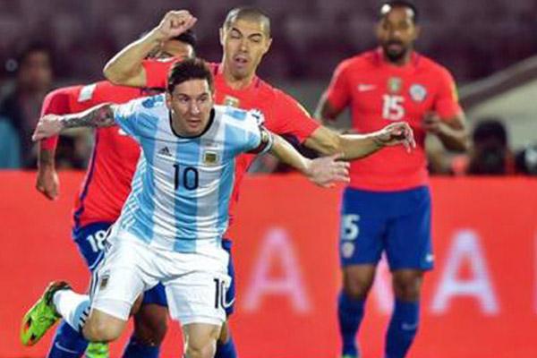 ميسي خلال مباراة الأرجنتين وتشيلي
