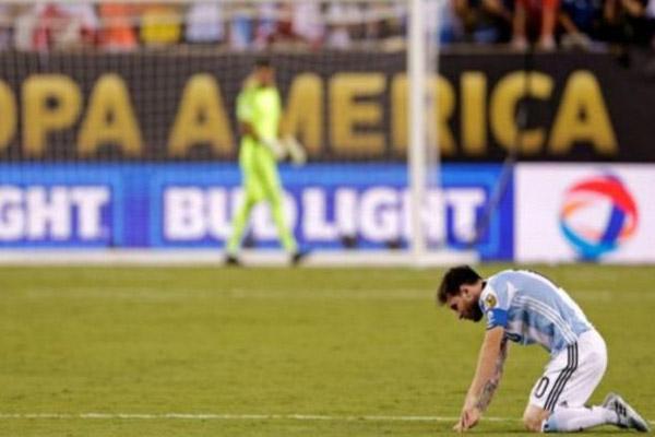 أهدر ميسي ركلة الترجيح أمام تشيلي في نهائي كوبا أمريكا 2016