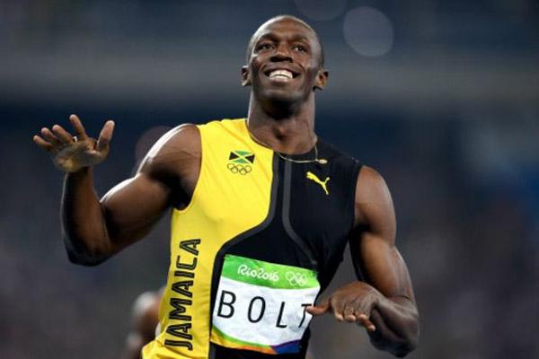 العدّاء الجامايكي يوسين بولت أول رياضي يفوز بثلاثة ألقاب أولمبية في سباق 100 متر