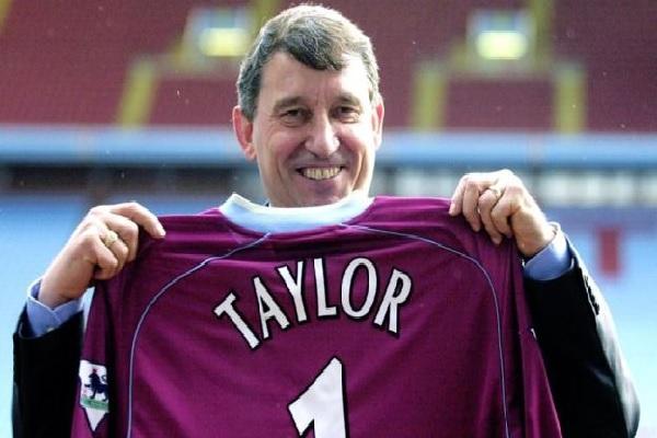تولى تايلور مهمة ادارة المنتخب الانجليزي بين عامي 1990 و1993