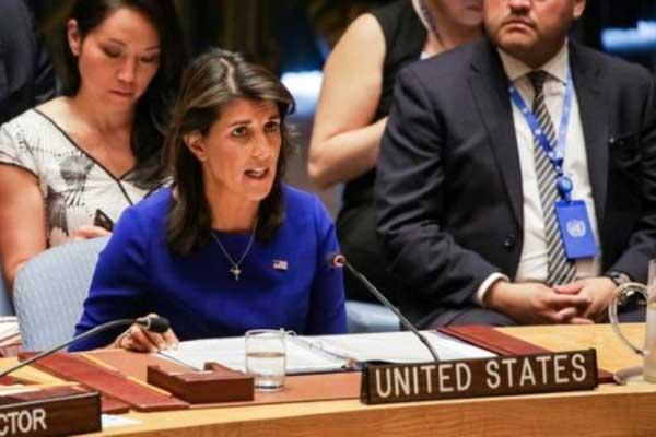 السفيرة الأميركية لدى الأمم المتحدة نيكي هايلي خلال اجتماع لمجلس الأمن في نيويورك في 28 أغسطس 2018