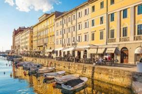 تريستي مدينة وميناء تقع في شمال شرق إيطاليا
