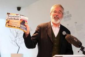 جيري أدامز يعرض كتابه