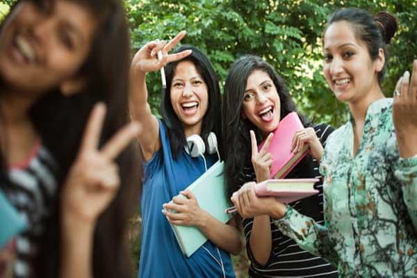 طلاب هنود شباب: قلة قليلة من شباب البلاد لديها تدريب على المهارات