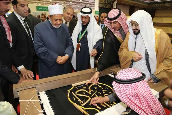 شيخ الأزهر يزور الجناح السعودي