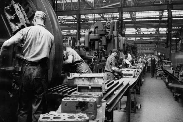 مسيرة المصنّعين ... مصنع شركة فورد موتور في داغنهام عام 1956